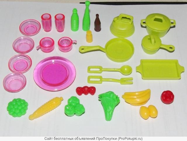 Кухня со стойкой , посудой и продуктами, Красотка