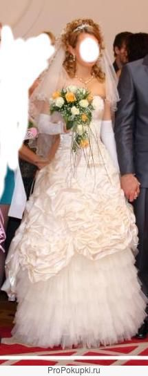 Нежное свадебное платье цвета шампань