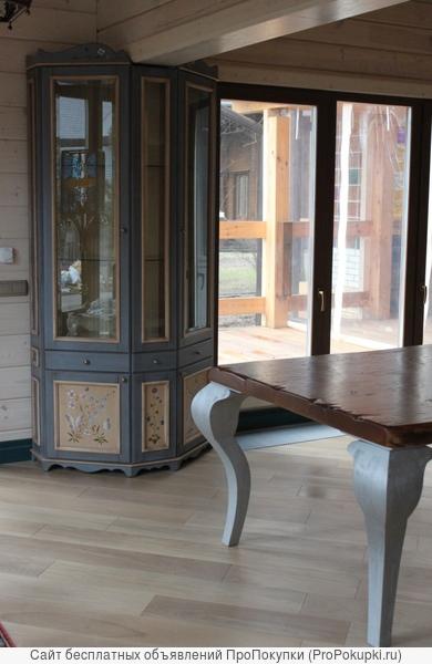 Мебель классическая кухни с островом из натурального дерева