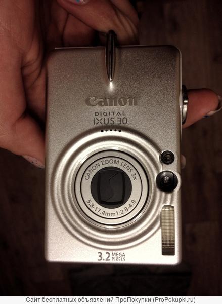 Фотоаппарат Canon в рабочем состоянии