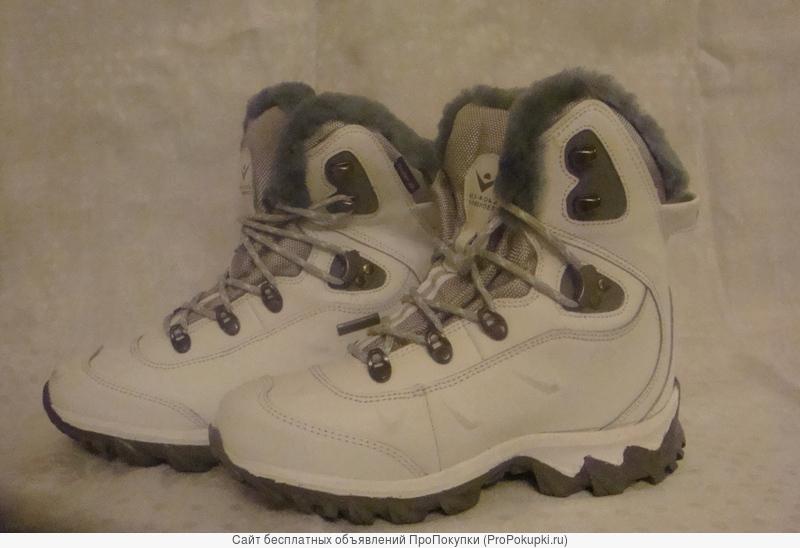 Новые фирменные спортивные ботинки для молодежи