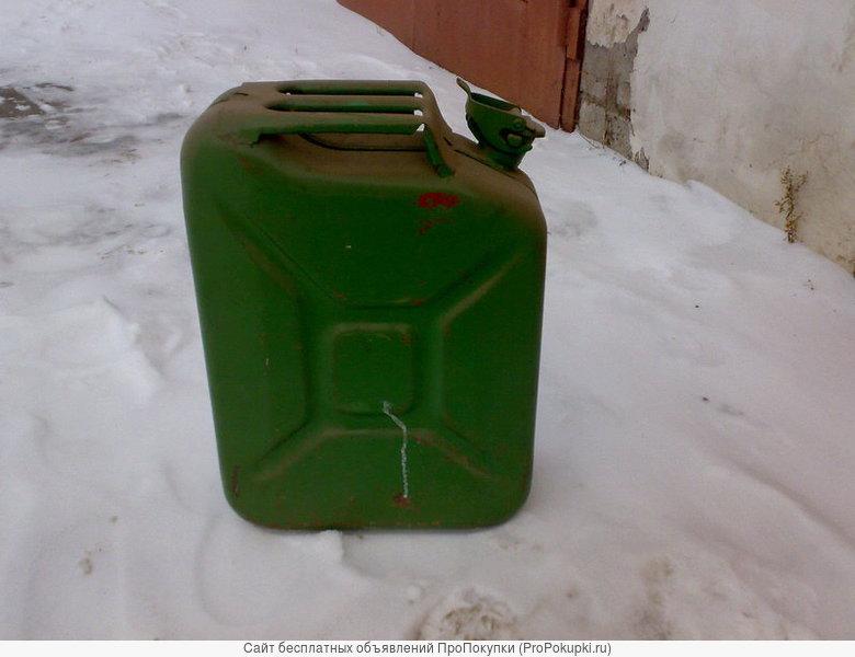 продаю канистры под бензин, цена по договоренности