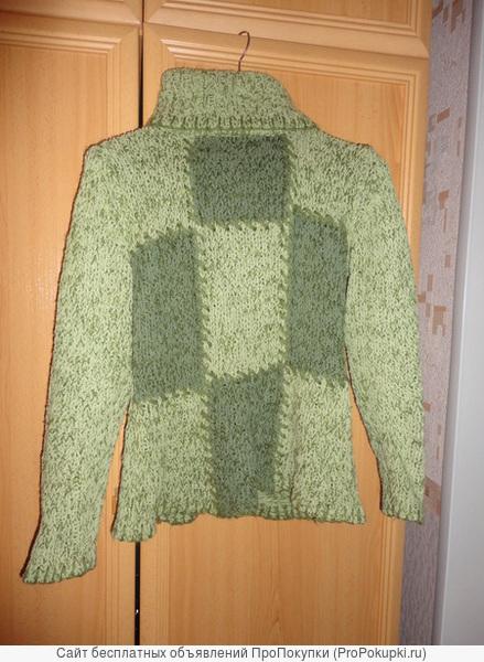 Фисташковый свитер
