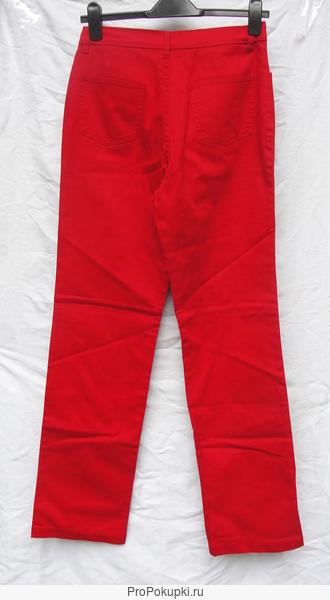 Брюки женские (джинсы) красного цвета