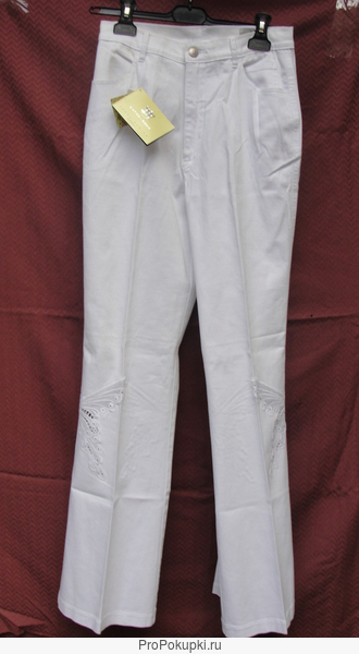 Брюки женские (джинсы) белого цвета с белым кружевом