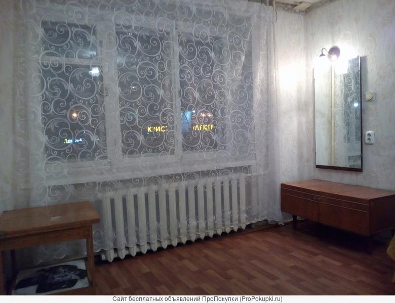 Сдаю без посред. Комната 18 кв.м. в малонасел. 3-х комнатной кв-ре, соседи 2 человека 20 и 37 лет