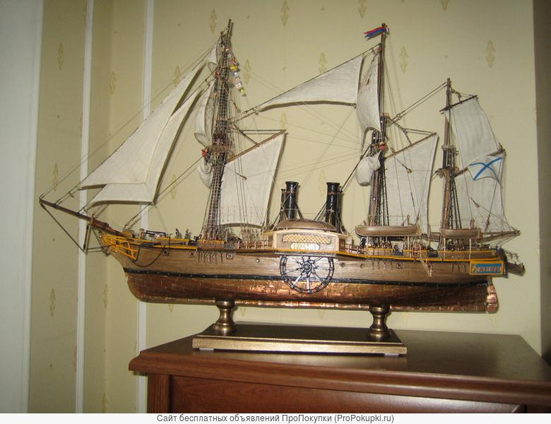 модель-копия парусно-моторного корабля ( дерево )