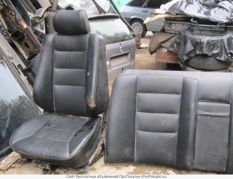 Сиденья кожаные чёрного цвета _для мерседес W124