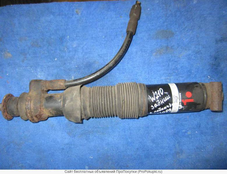 Задний амортизатор с подкачкой A 210 320 09 13) для Мерседес W210