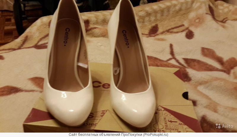 Белые туфли.классические лодочки