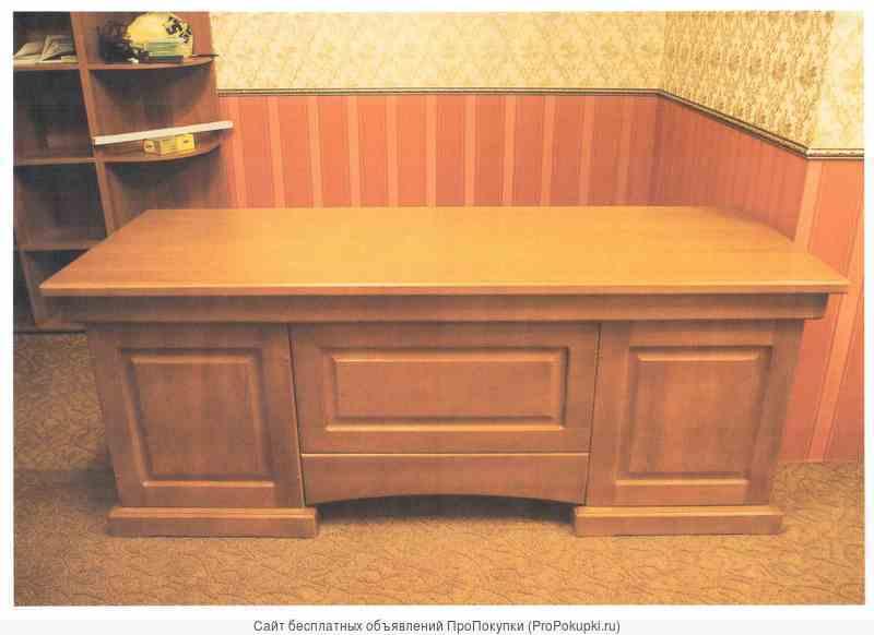 Продаю письменный стол представительского класса из массива дерева