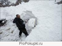Рабочие (сброс снега с крыш)