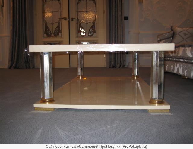 Журнальный столик TURRI модель Kristal новый