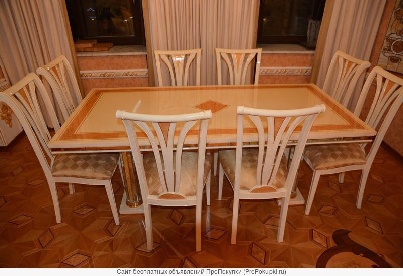 Гостиная столовая хрустальные стол витрина и 8 стульев фабрики Turri