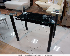 Стеклянные столы и стулья