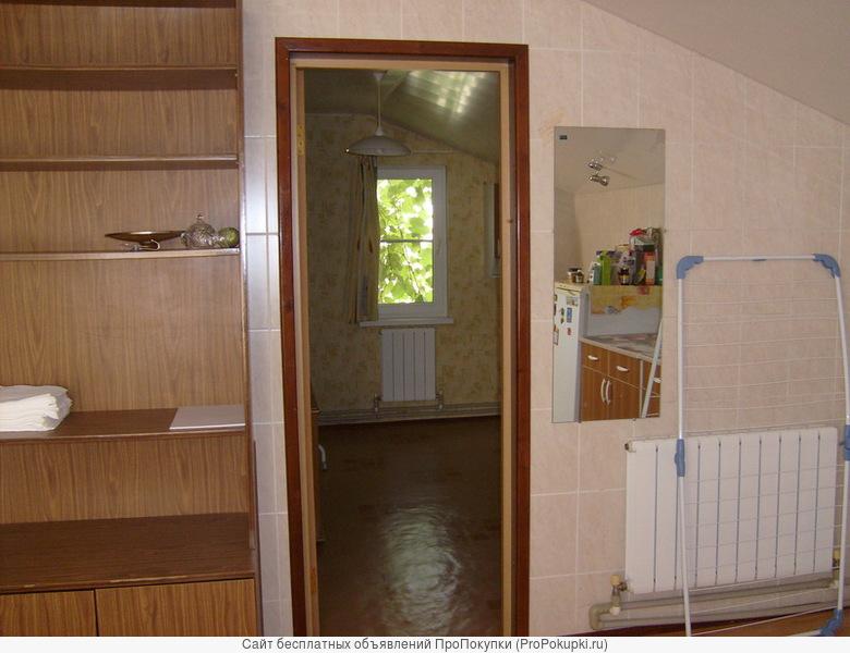 Сдаются комнаты и боьшая кухня в частном 2комнатном доме.все удобства.Отдельный вход