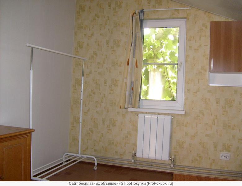 Сдаю комнату и кухню в доме с удобств.Отдельный вход