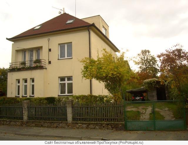 Здание с 3-мя квартирами и красивым садом в тихом месте Праги 4